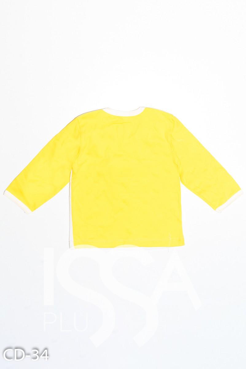 Бело-желтая трикотажная толстовка с велюровой вставкой и нашивкой