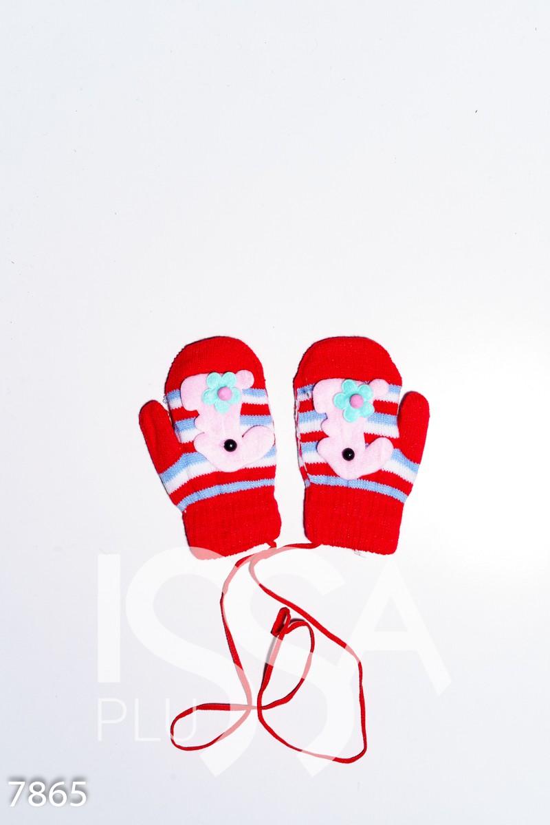 Красные теплые шерстяные варежки с объемной аппликацией