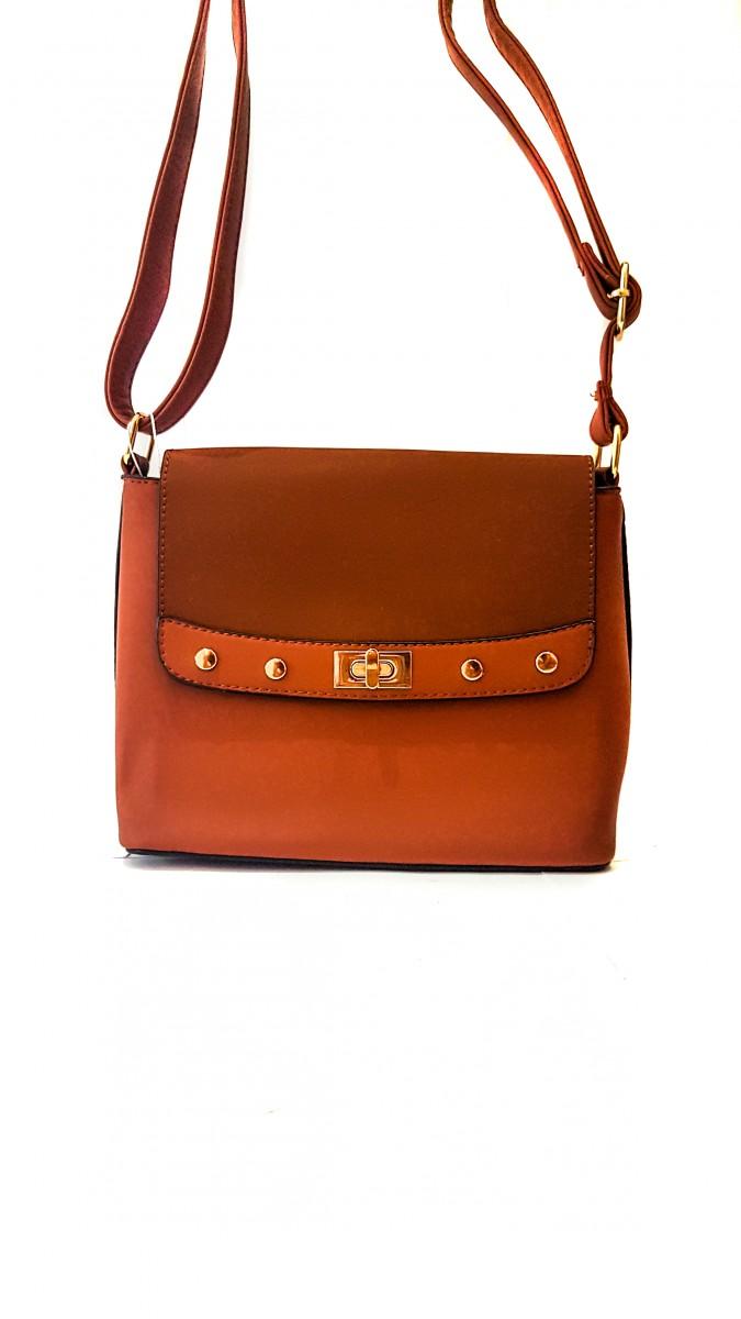 Рыжая квадратная сумочка на узком ремешке с золотой фурнитурой