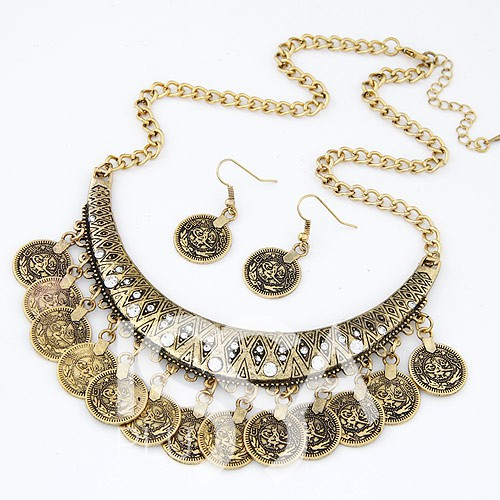 Металлическое золотистое ожерелье с подвесками и камнями