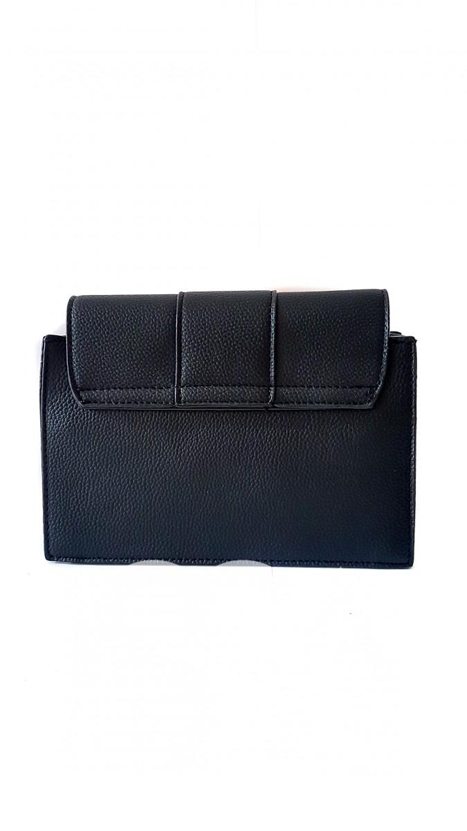 Черная сумка из фактурной эко-кожи с длинной кистью на брелоке