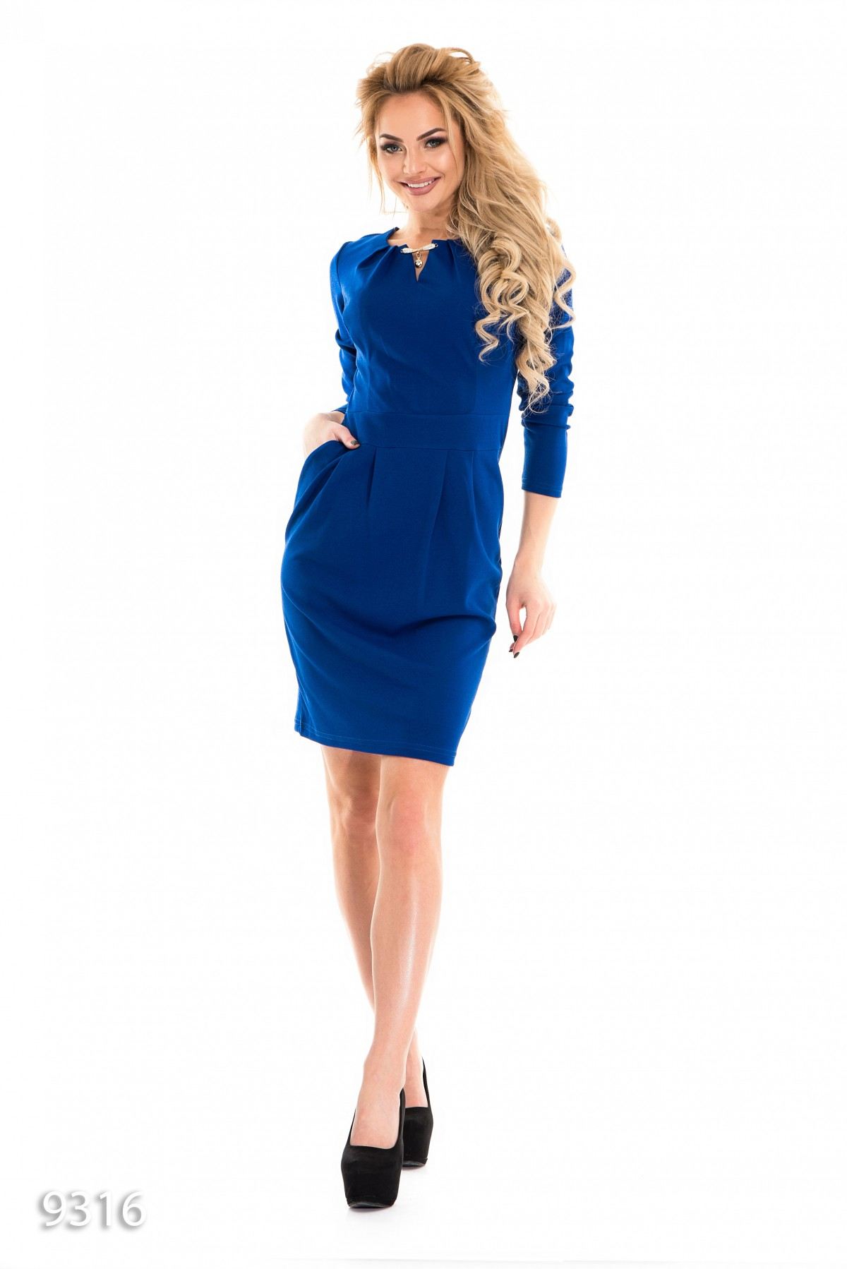 Синие приталенные платья