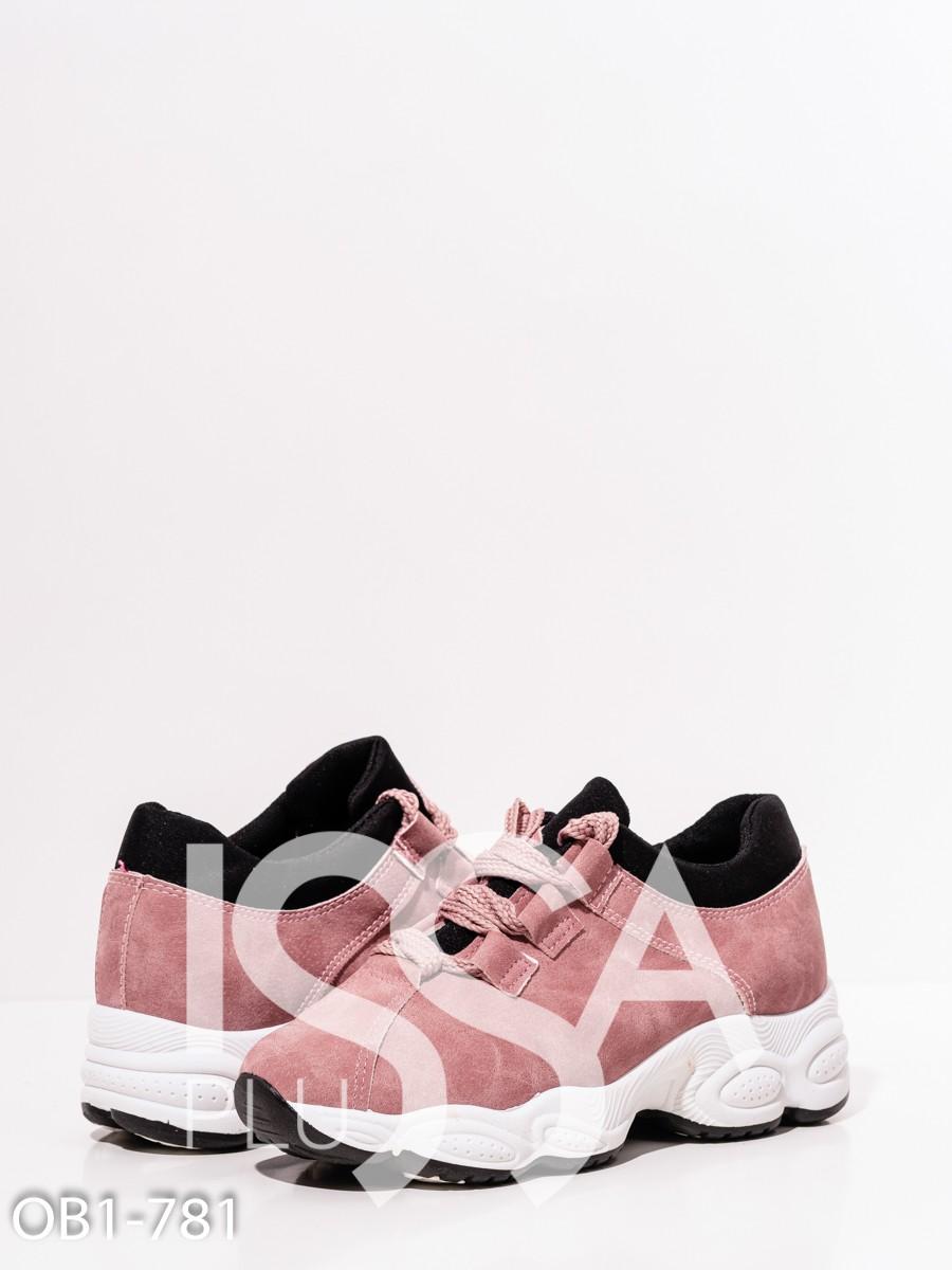 Розовые кроссовки с контрастной подошвой