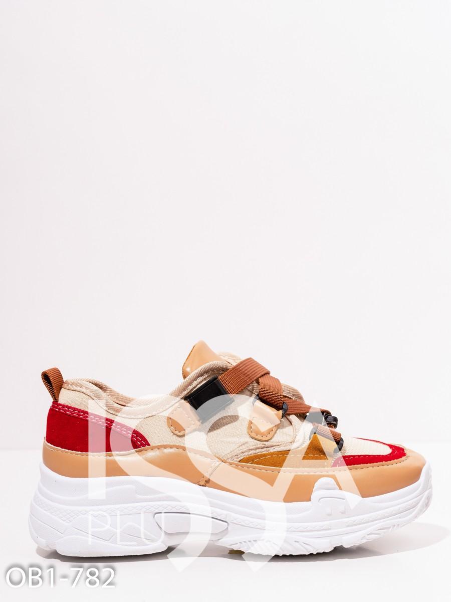 Бежевые кроссовки на белой платформе