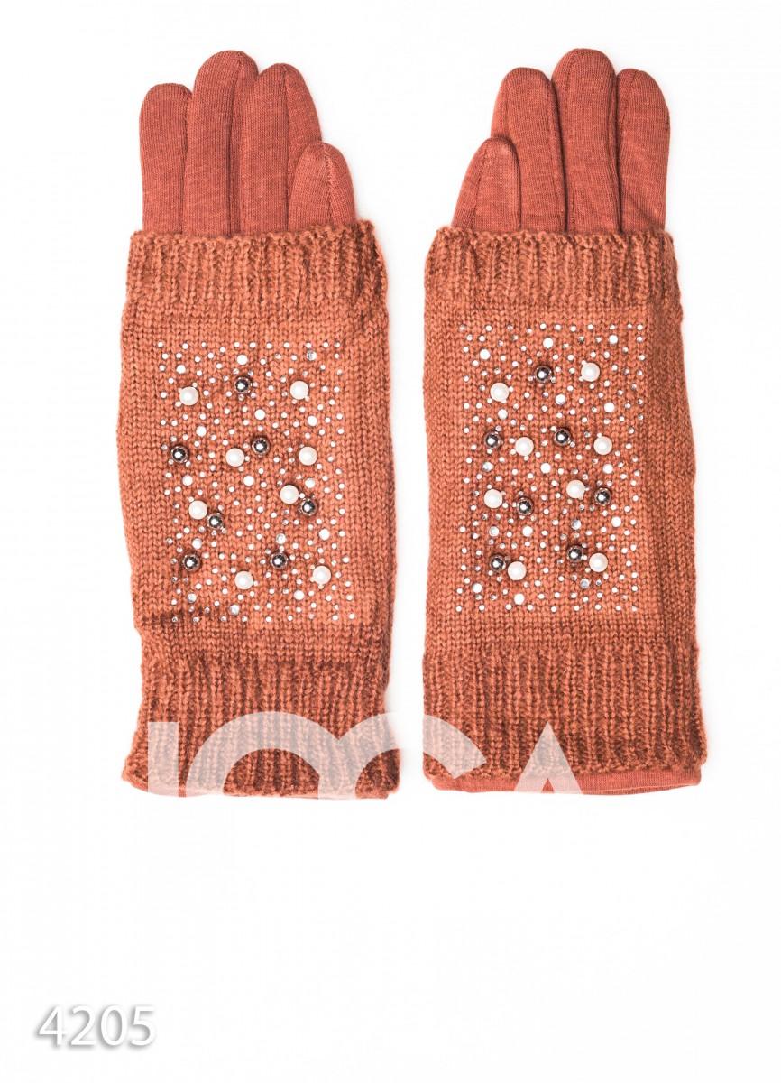 Коричневые перчатки-митенки с бусинами и пальчиками мелкой вязки
