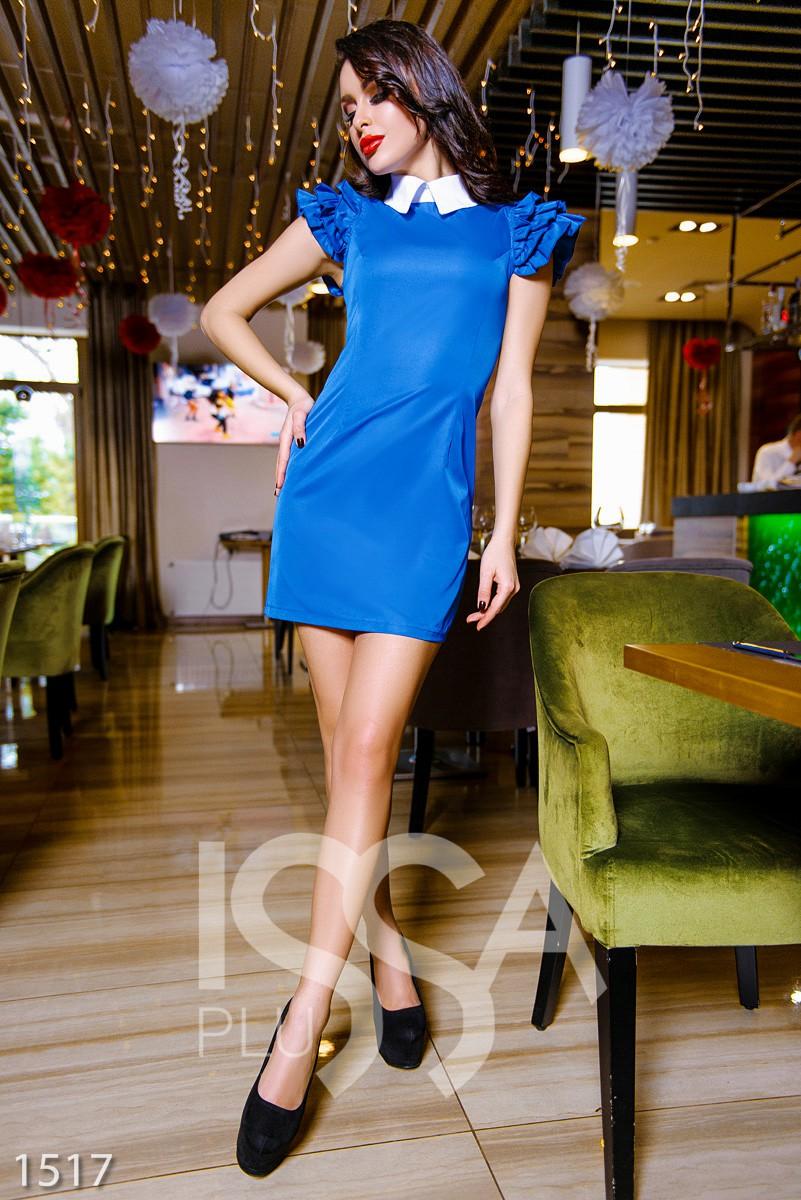 Платье с воланом на воротнике