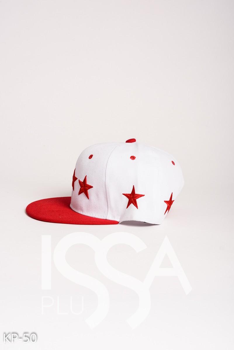Белая кепка с красными вышитыми звездами
