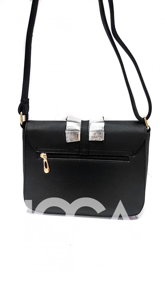 Черная сумочка с круглым замочком и серебристыми оборками