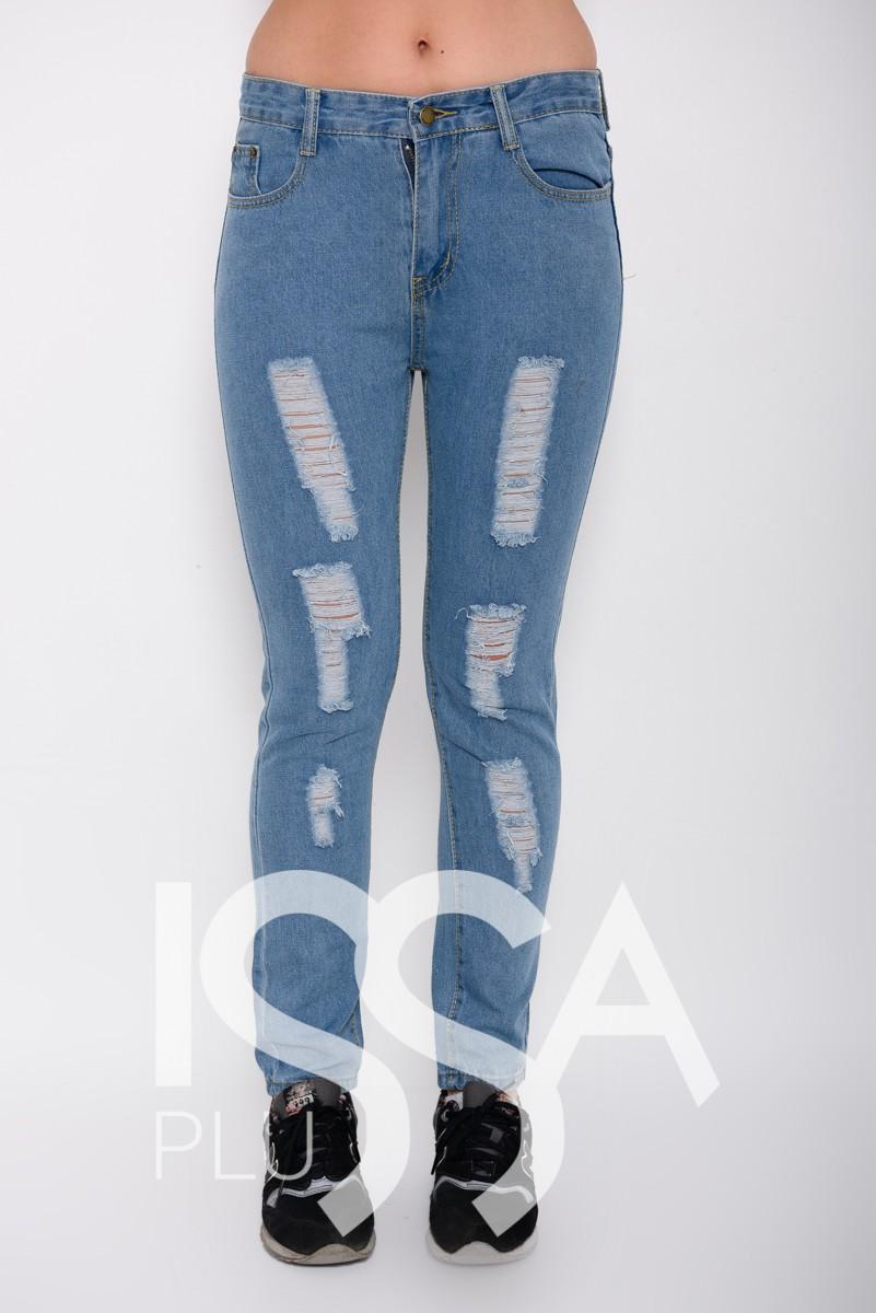 Голубые зауженные джинсы с крупной перфорацией