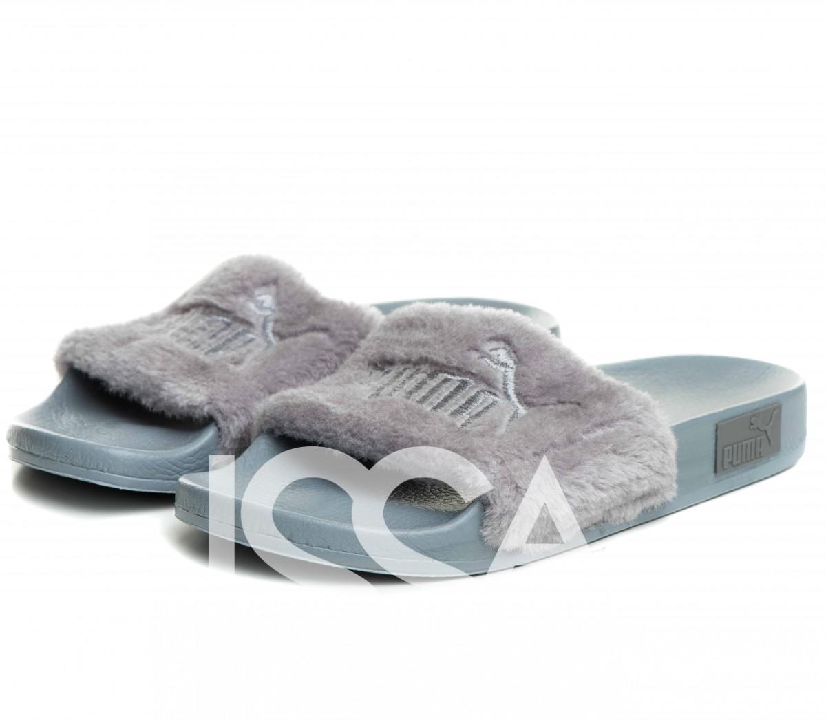 Серые меховые тапочки с вышивкой на плотной подошве