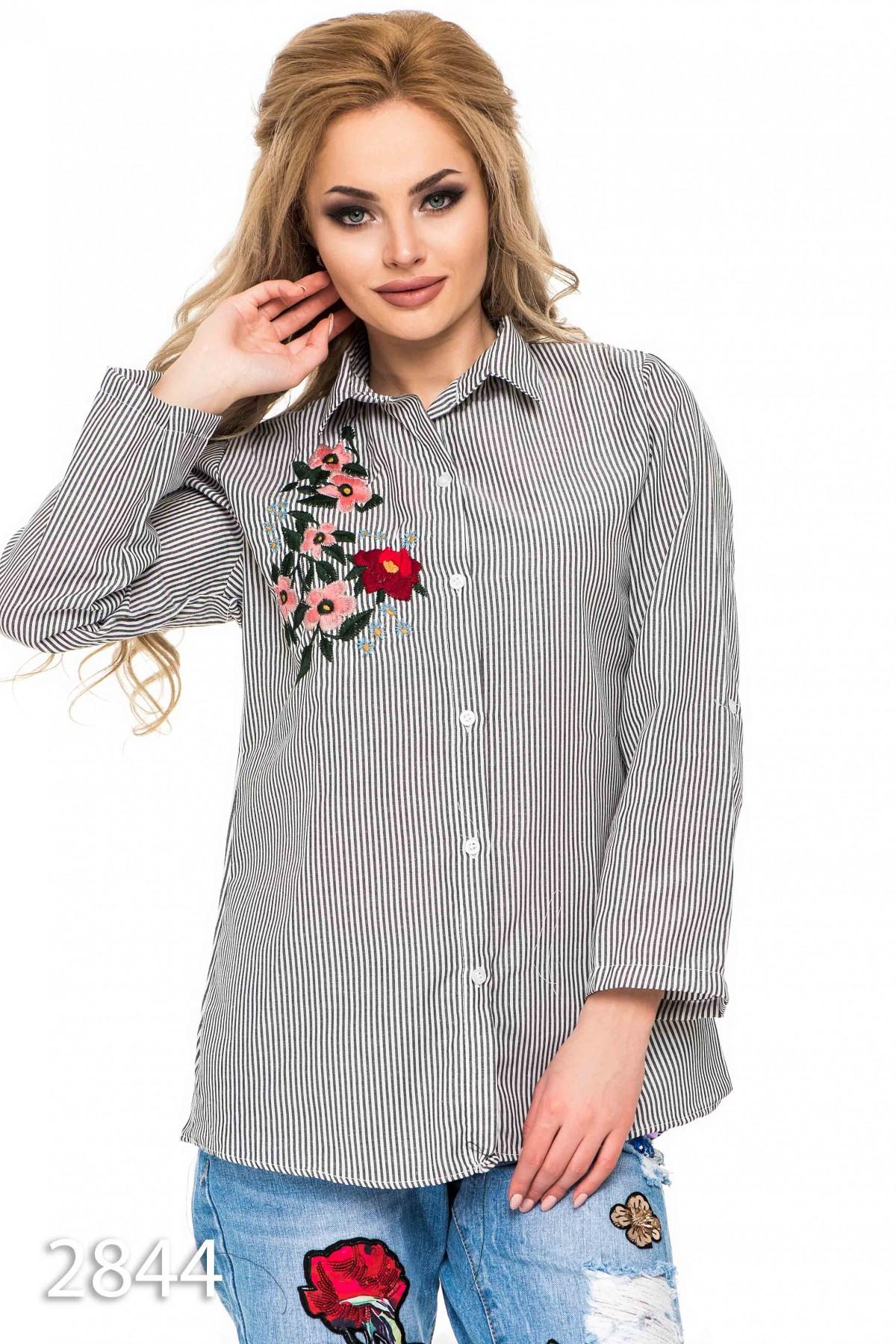 6c1a4366c43 Женская свободная рубашка в черную и белую полоску с вышивкой  243 грн.  фото 2 ...