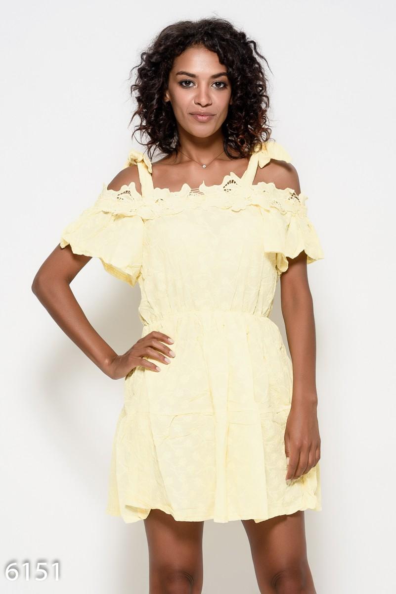 7d5725daad8df52 Коттоновое желтое платье на бретелях с вышивкой, кружевом и с короткими  приспущенными рукавами: 339 ...