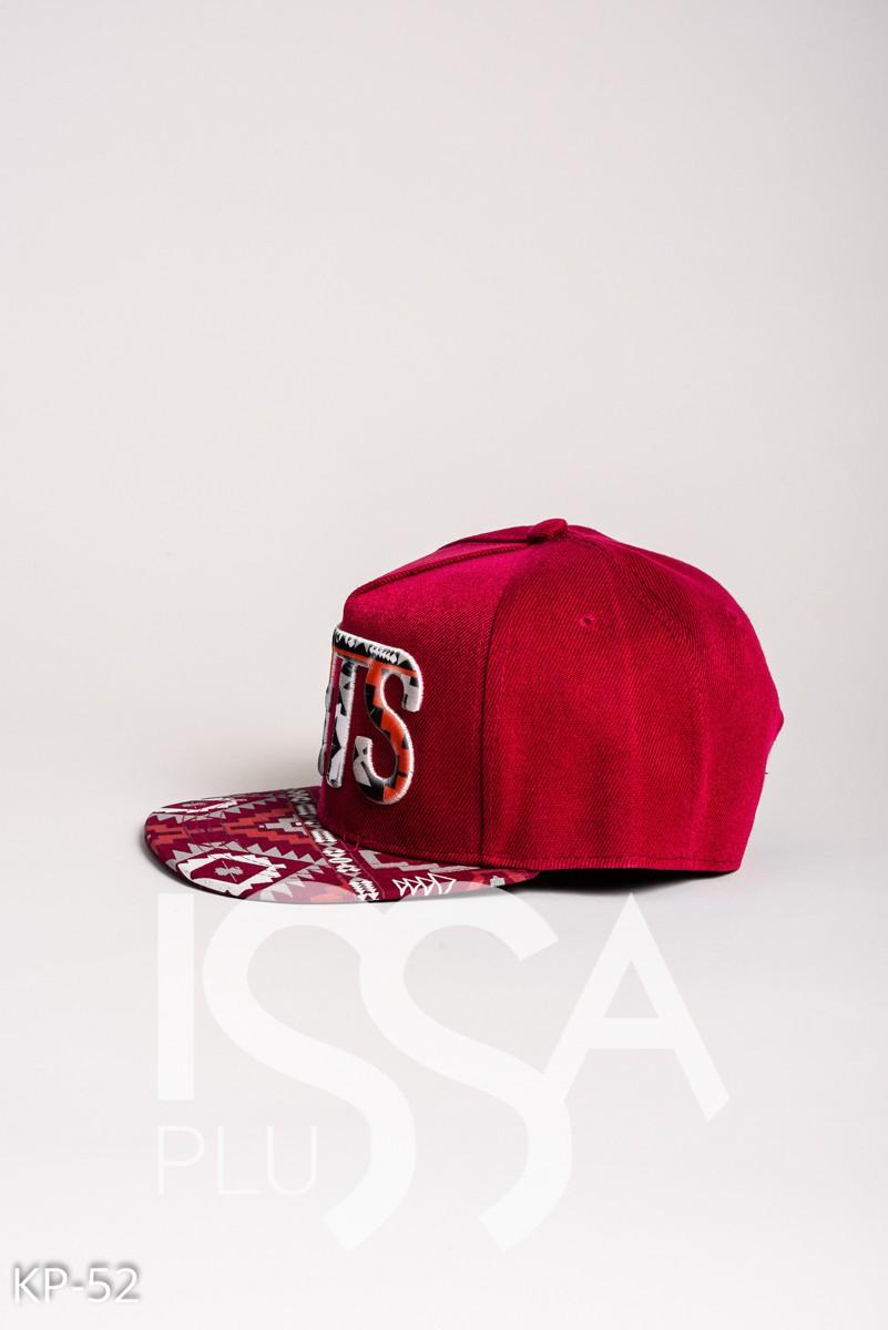 Красная кепка NETS с орнаментом