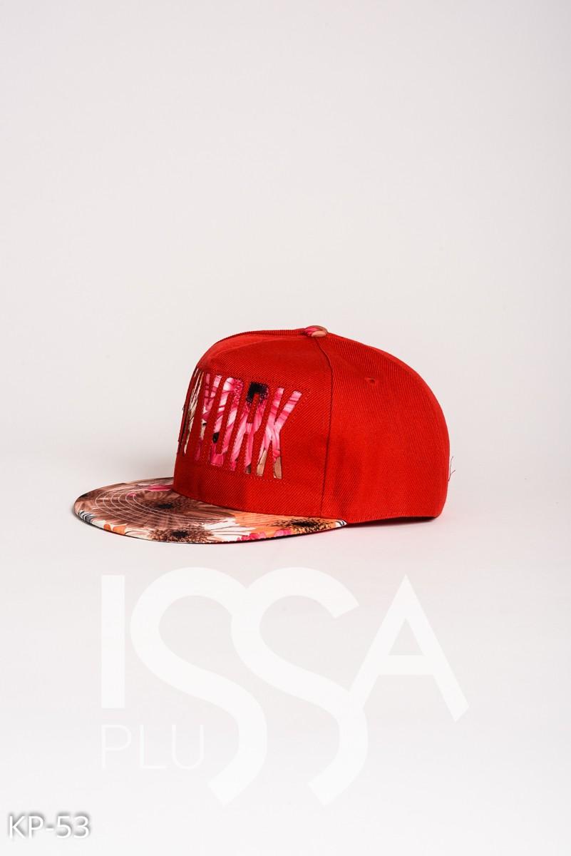 Красная кепка с прямым козырьком и цветочной аппликацией