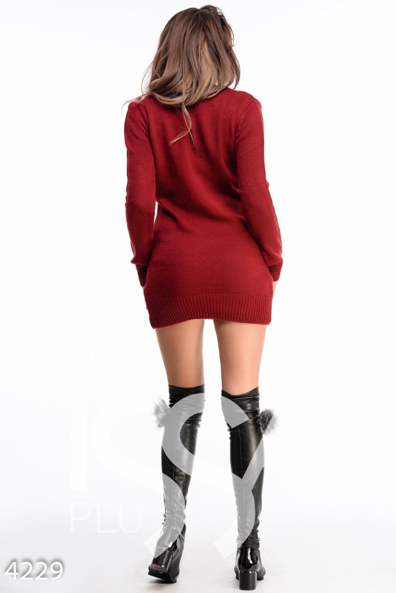 Бордовое вязаное платье с V-вырезом и цветочным узором на груди