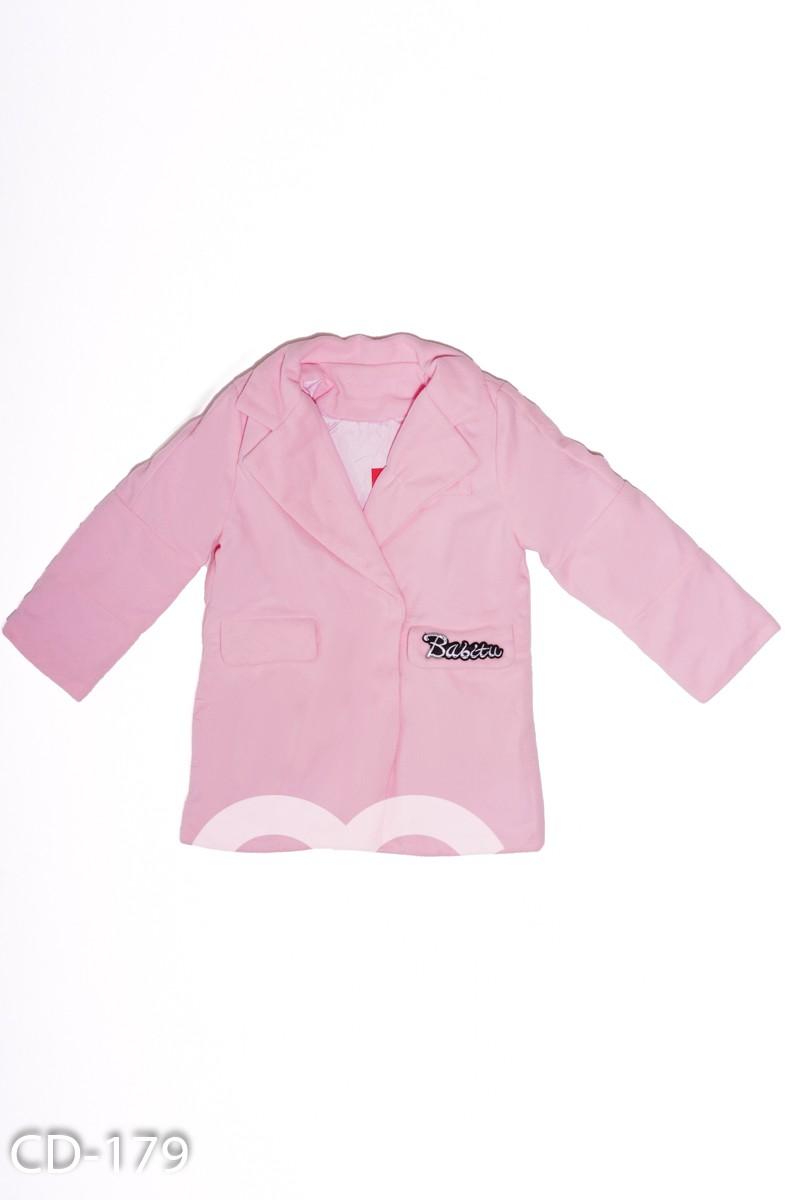 Демисезонное розовое пальто с декором на клапане