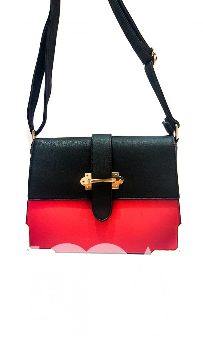 Черная с красным кожаная сумочка на золотом замочке
