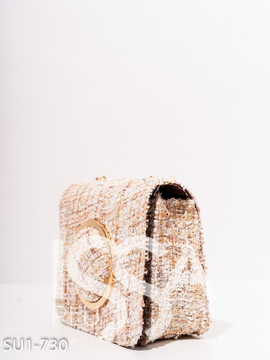 Твидовая бежевая сумка с объемным кольцом
