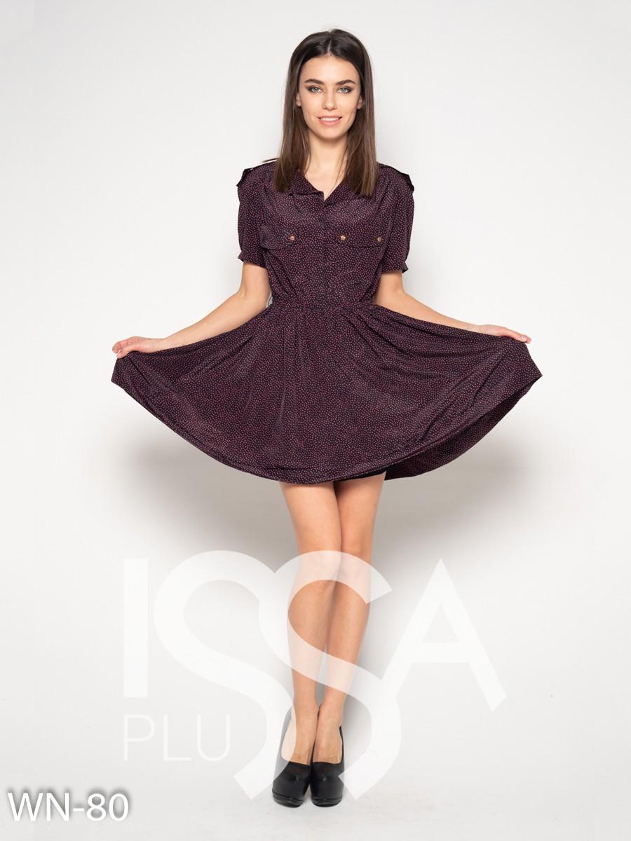 Черное платье с принтом в виде розовых сердец