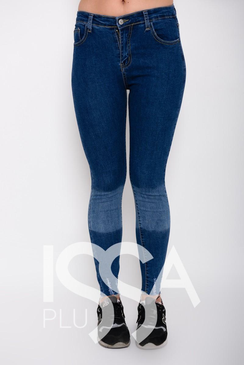 Синие джинсы скинни с грубым срезом и выбеленными местами