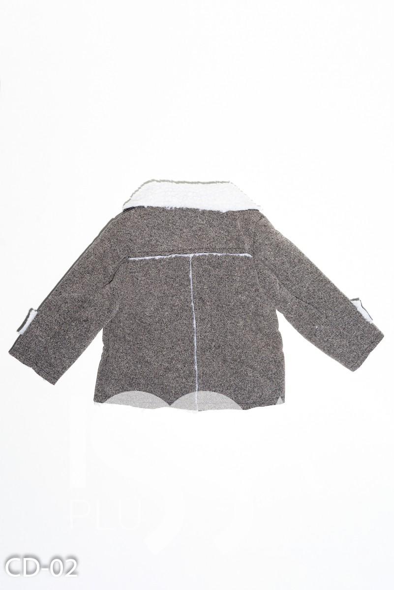 Серое пальто из плотного трикотажа с меховым подкладом