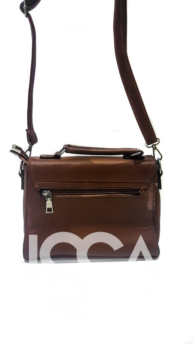 Коричневая небольшая сумка-портфель на длинном ремешке