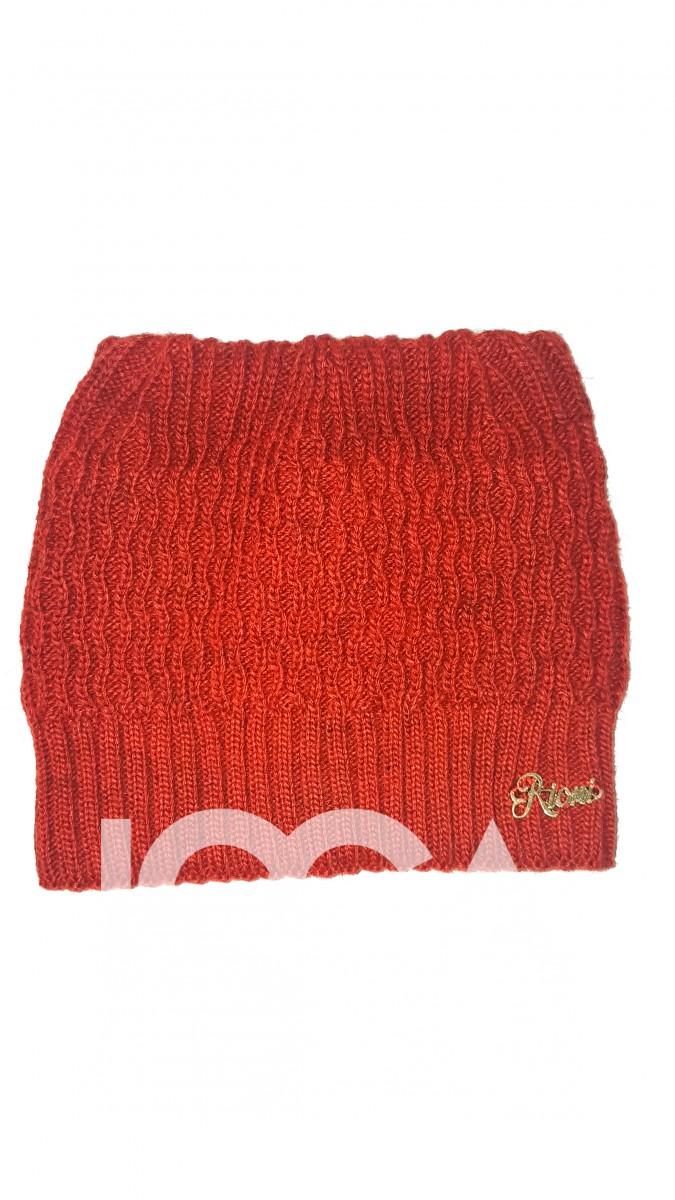 Оранжевая вязаная шапочка с уголками