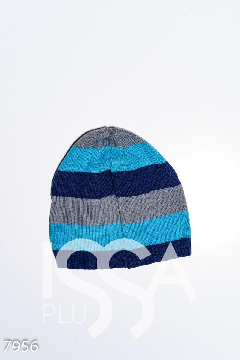 Демисезонная эластичная полосатая шапка с нашивками
