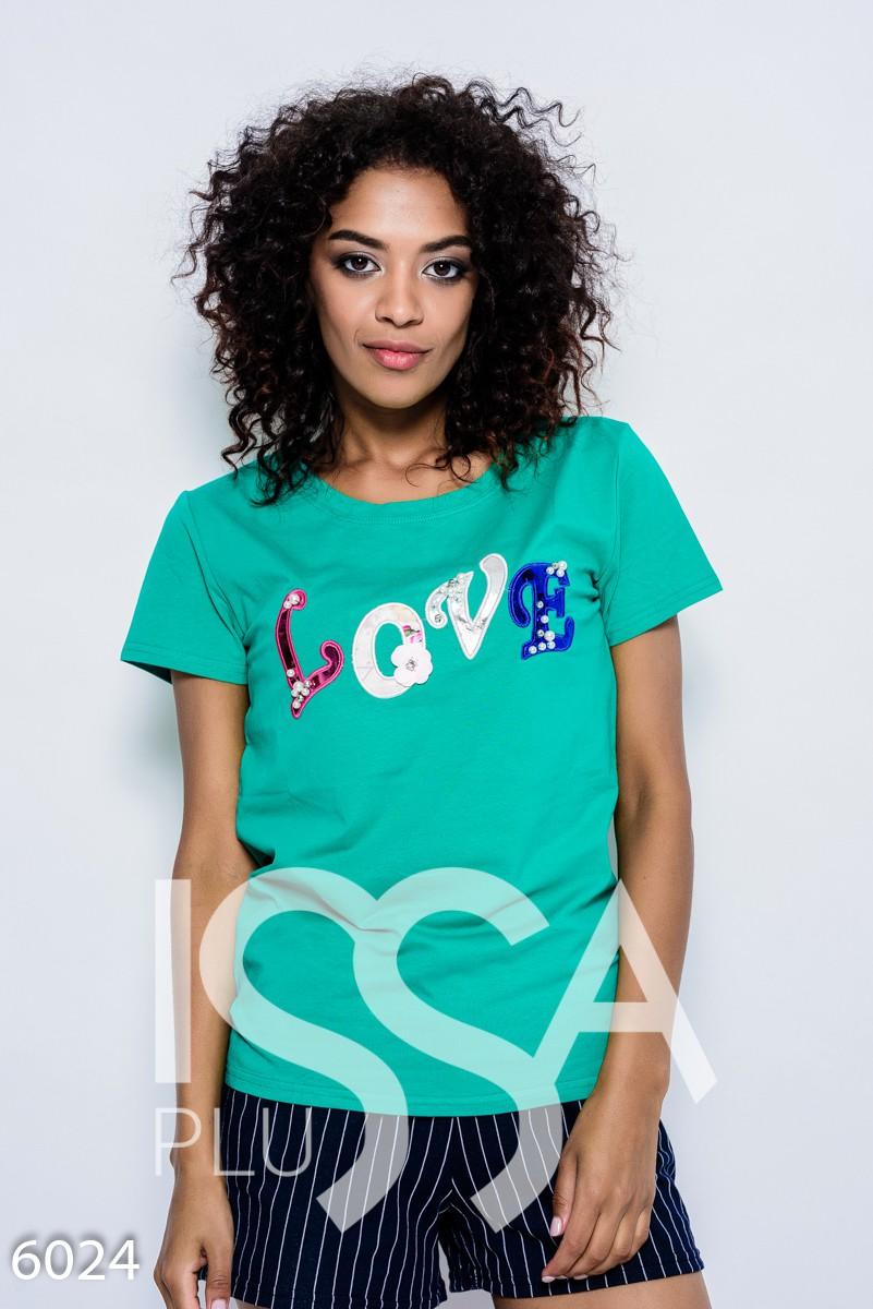Зеленая летняя трикотажная футболка с нашивками LOVE в пайетках, бусинах и стразах