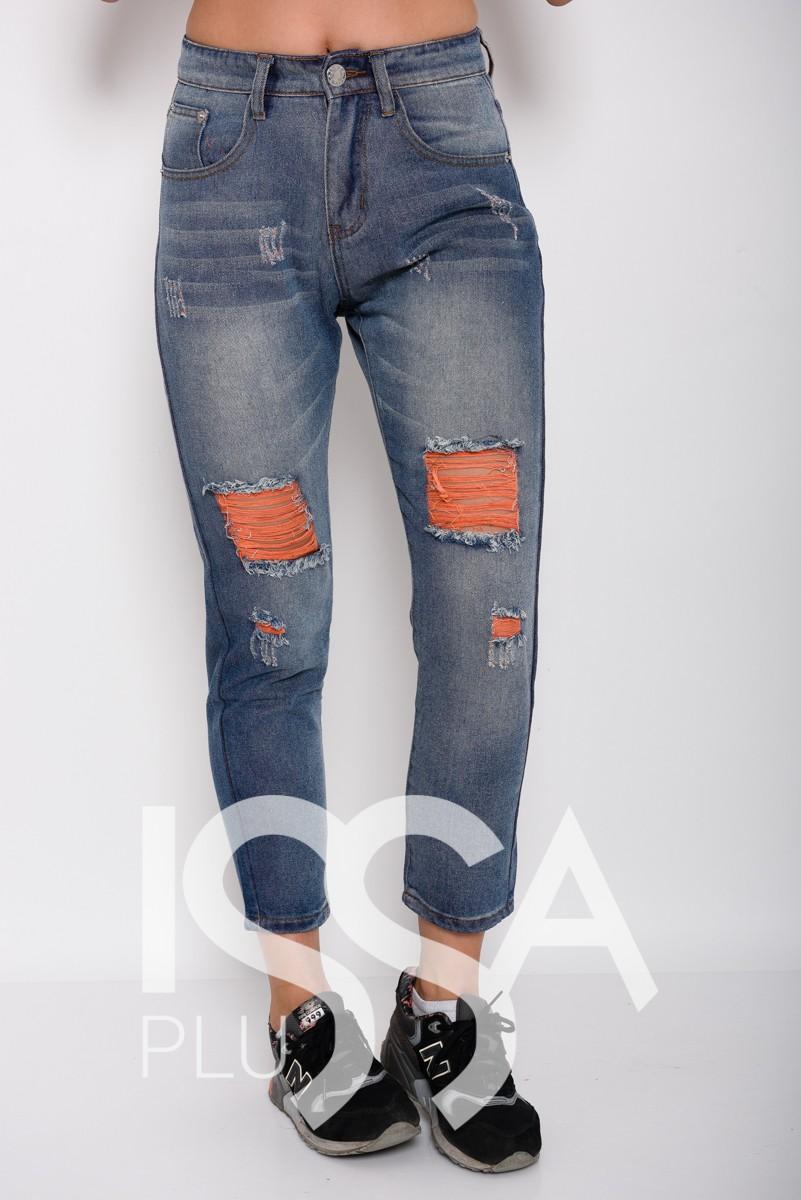 Синие джинсы бойфренды с оранжевой перфорацией и потертостями