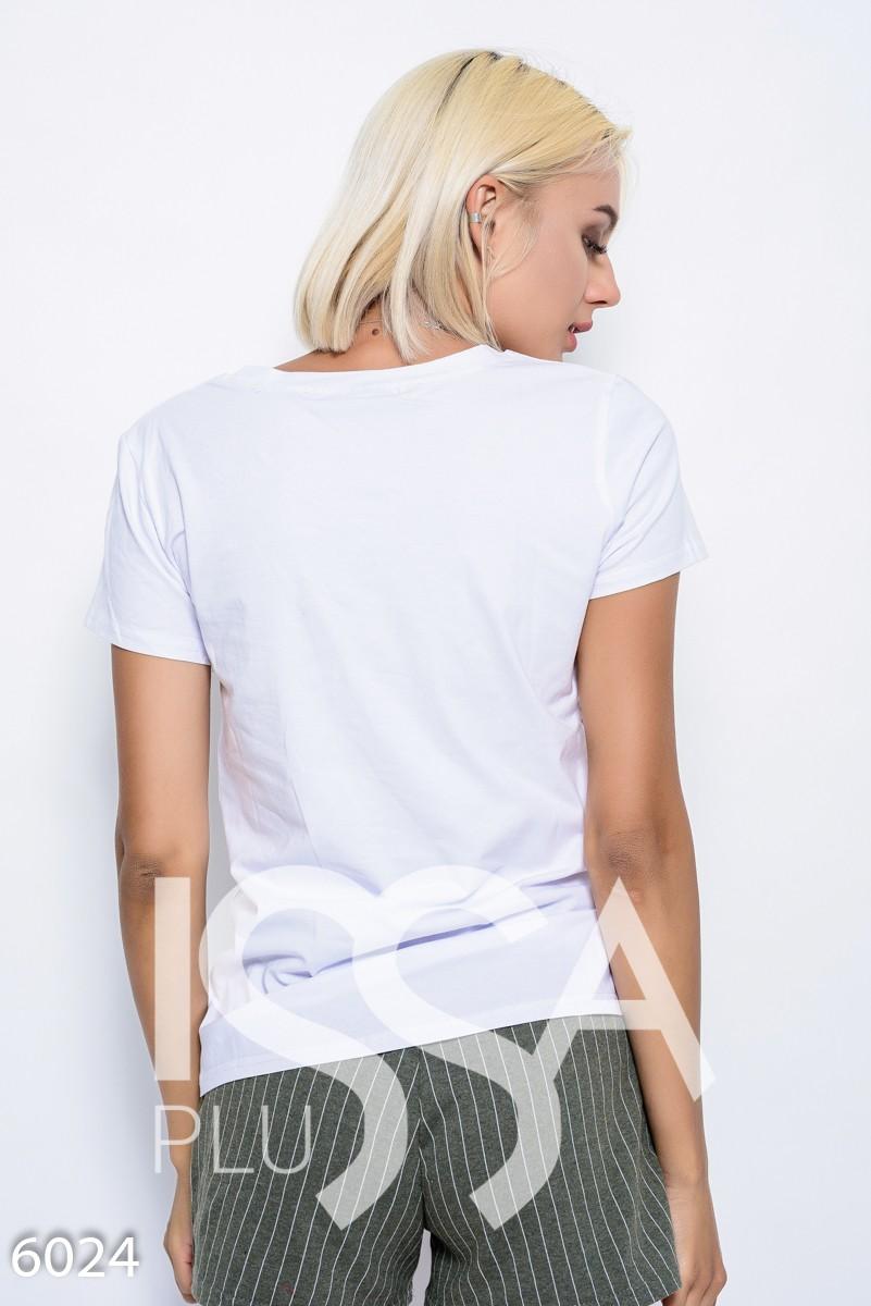 Белая летняя трикотажная футболка с нашивками LOVE в пайетках, бусинах и стразах