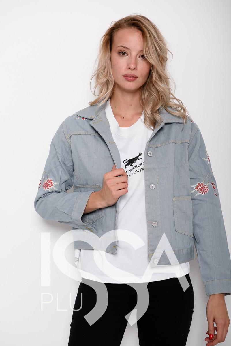 Голубая демисезонная джинсовая куртка с цветочной вышивкой