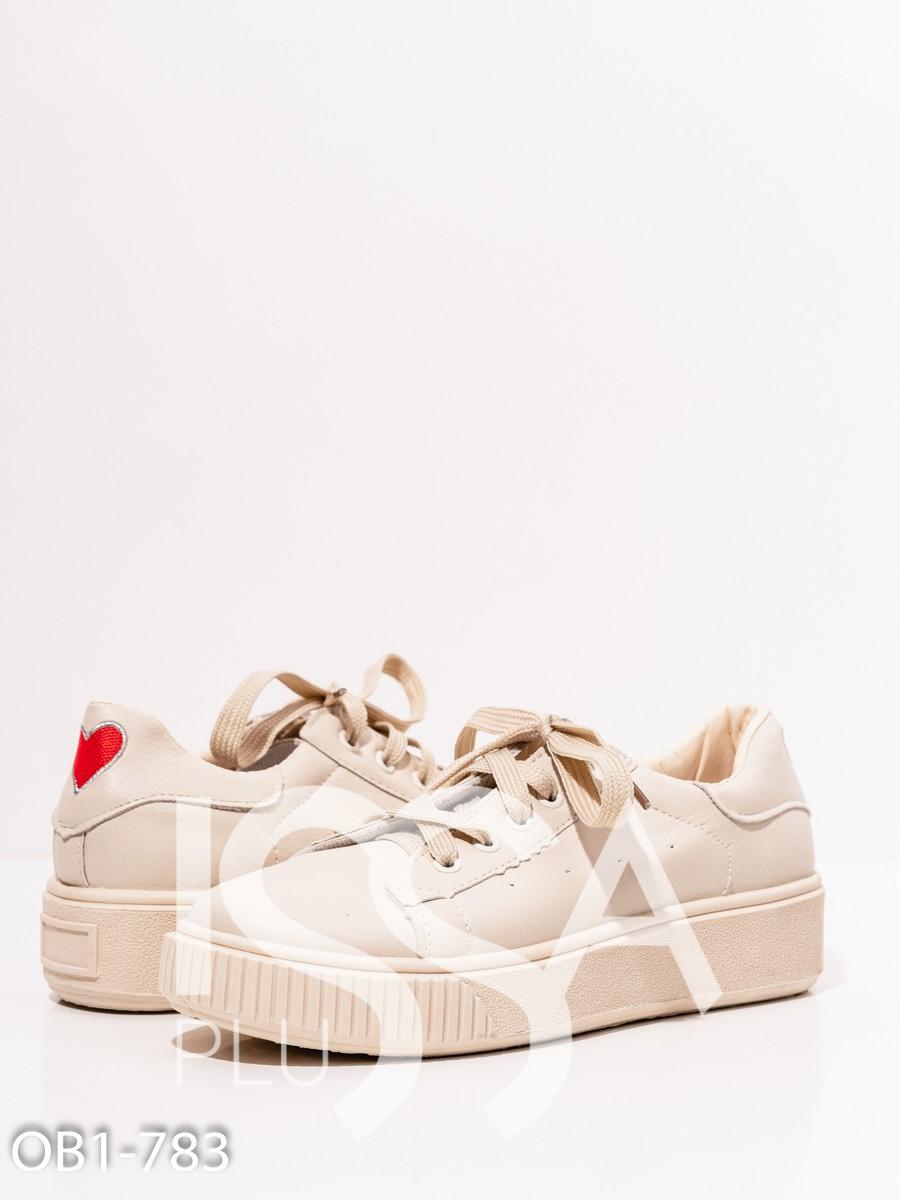 Кроссовки на шнуровке из эко-кожи бежевого цвета