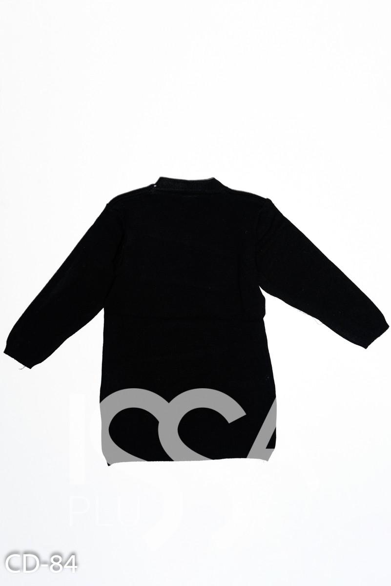 Черный вязаный удлиненный свитер с аппликацией