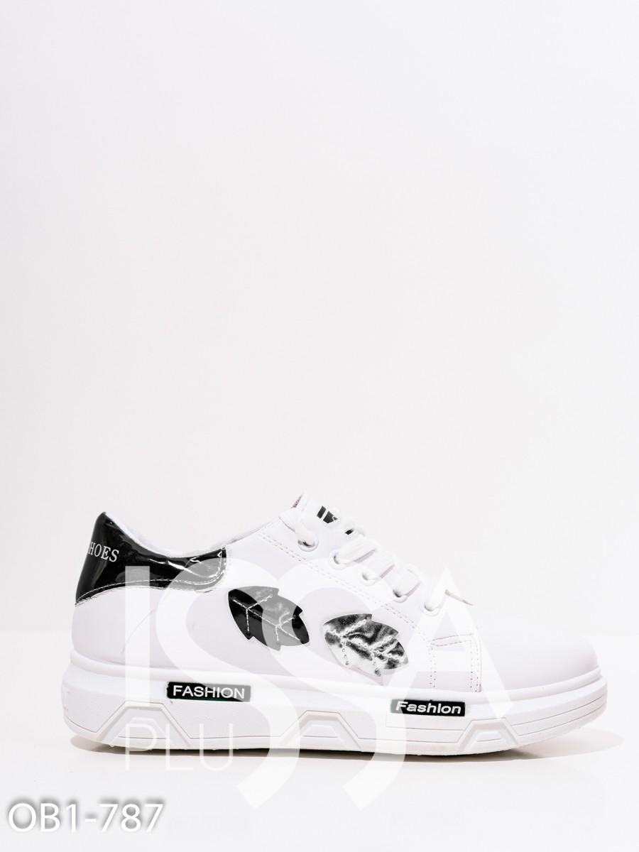 Белые кроссовки с лакированными черными листиками