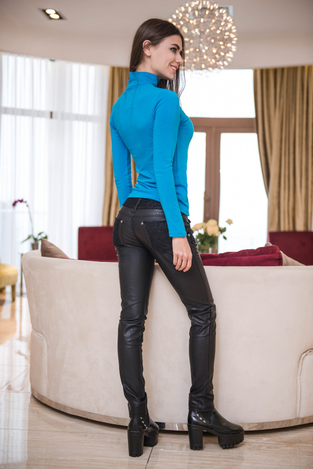 Черные брюки кожаные