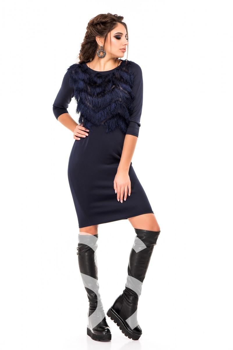Темно-синее вечернее платье с нитяной бахромой на груди