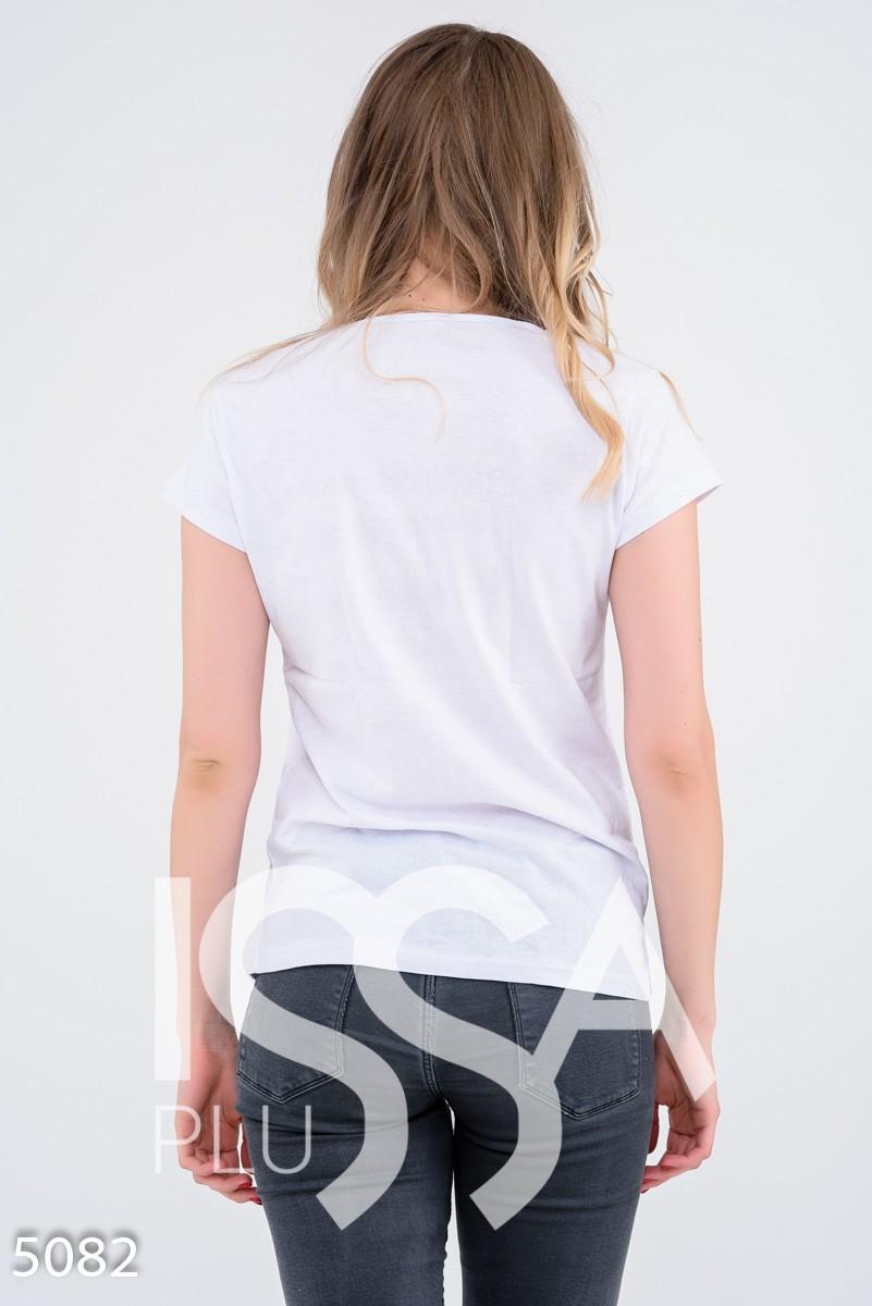 Белая футболка с затертым тропическим принтом