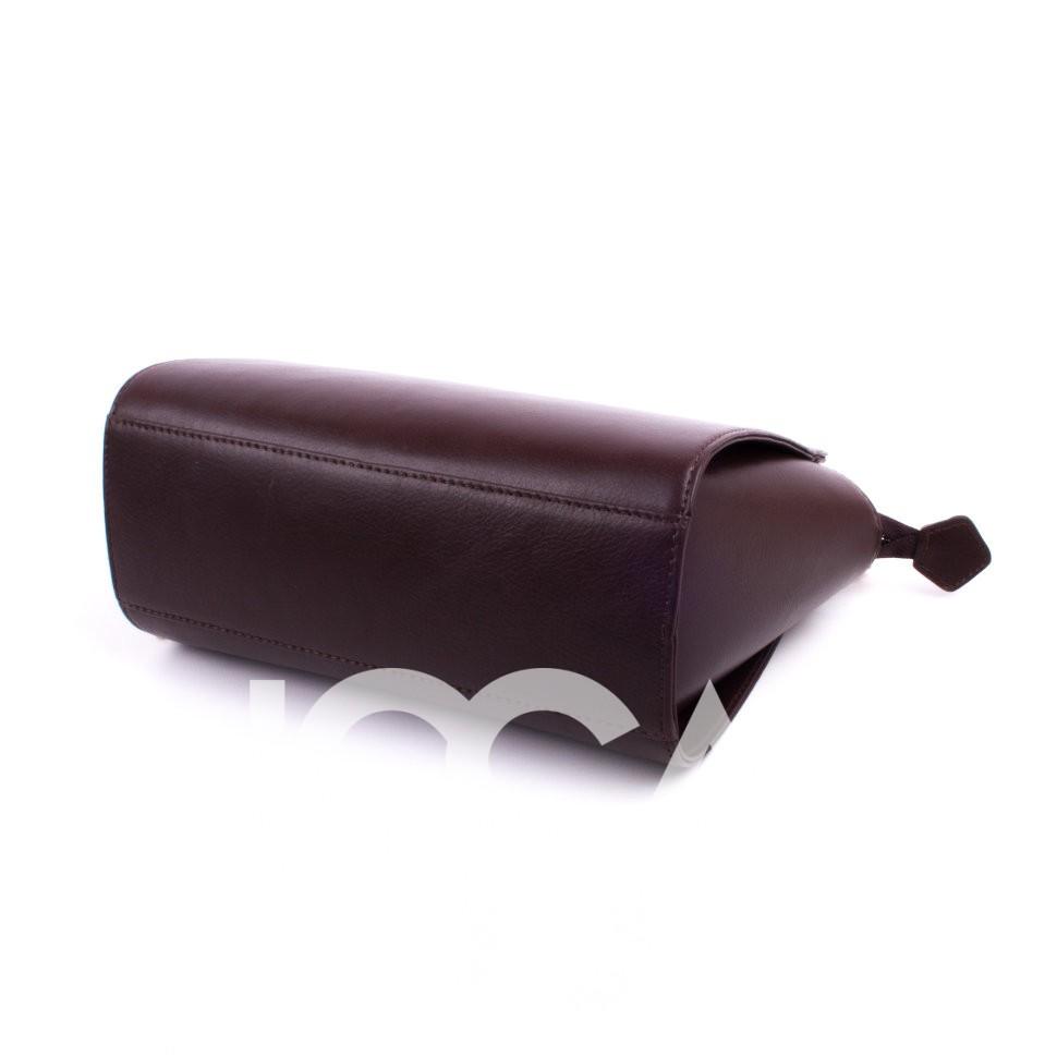 Стильная сумочка с золотистым ремнем-цепочкой