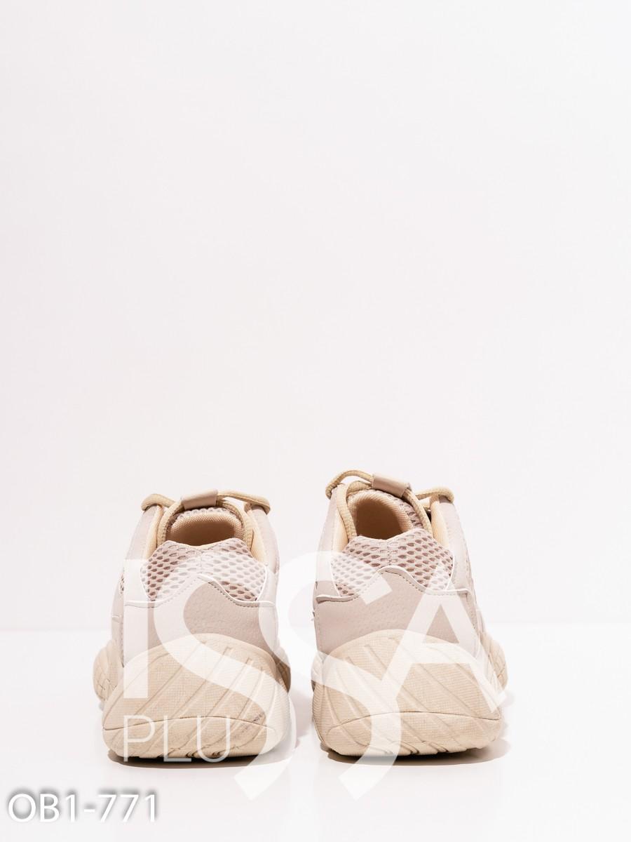 Бежевые кроссовки с перфорацией и платформой
