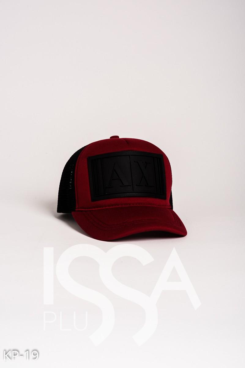 Бордовая кепка с черной фактурной нашивкой и сеткой на затылке