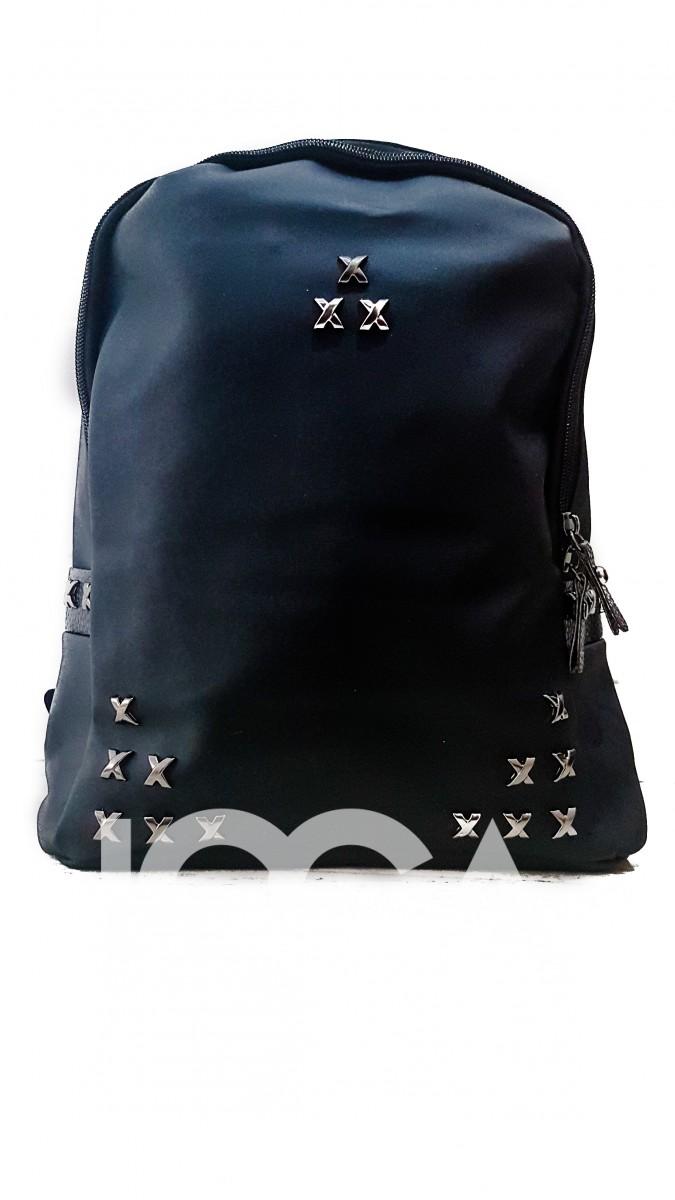 Массивный рюкзак с металлическими серебристыми крестиками