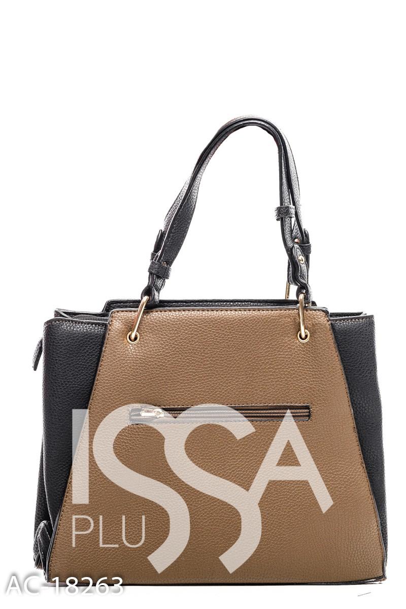 Коричневая сумка из фактурной кожи с оригинальным круглым украшением