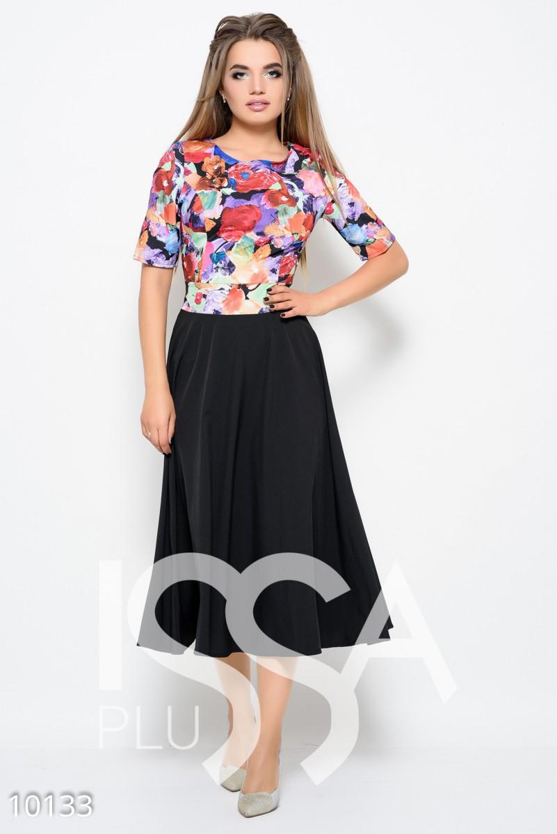 Платье из софта с ярким цветным верхом и черной юбкой миди
