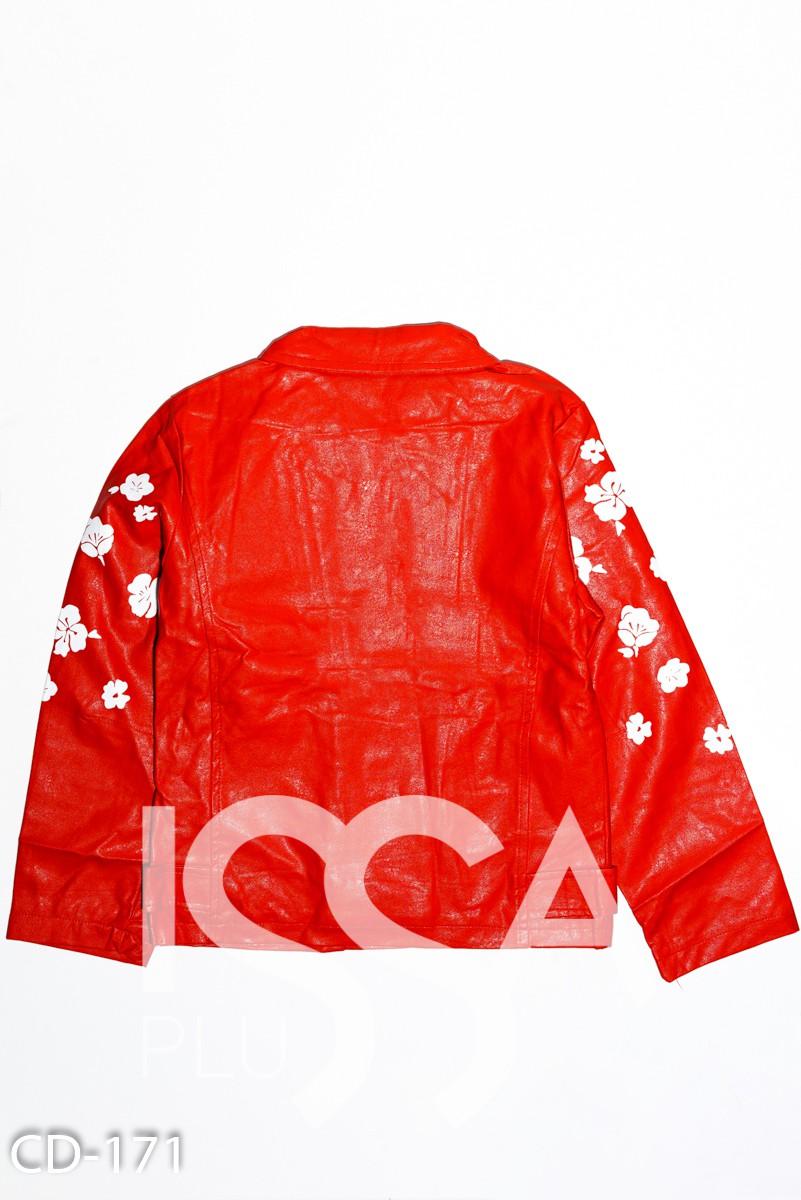 Красная куртка-косуха из эко-кожи с цветочным принтом на рукавах