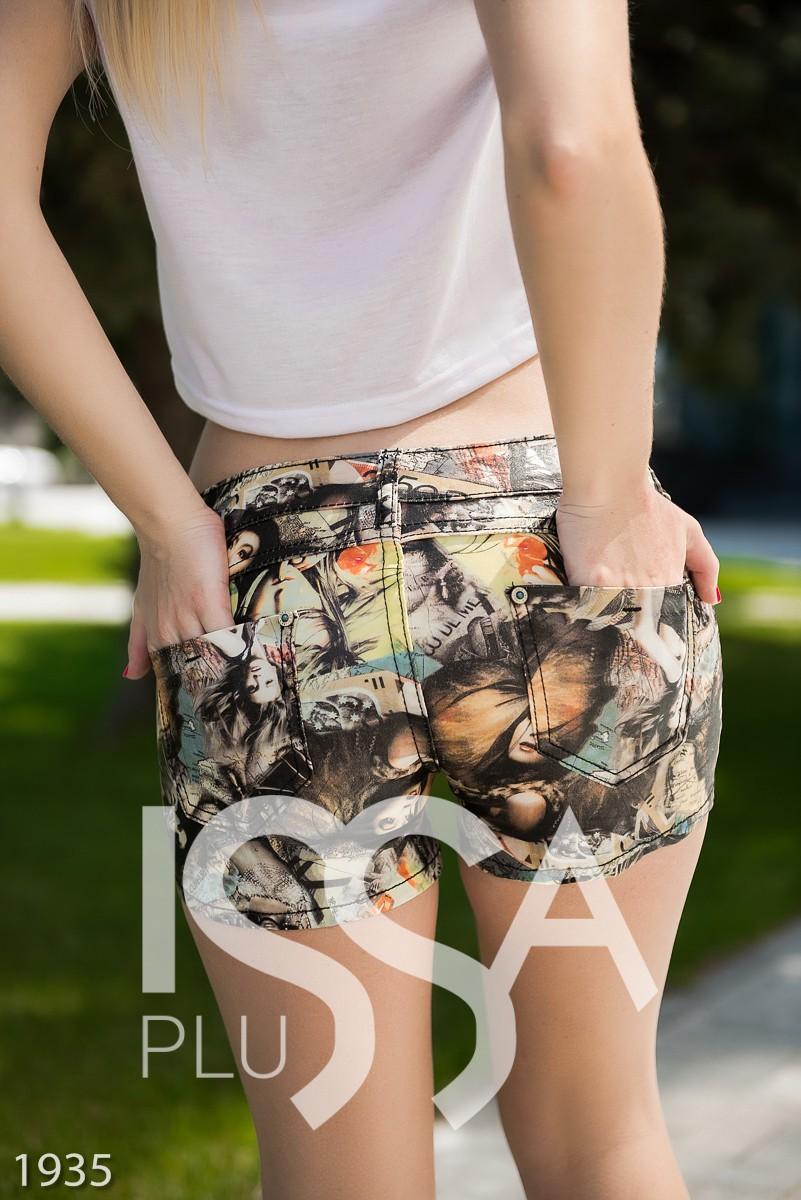 Full-print шорты из эко-кожи на тканевой основе с изображениями женщин