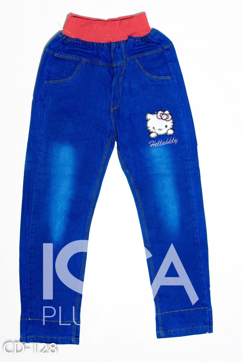 Синие джинсы на розовой резинке с нашивками и потертостями