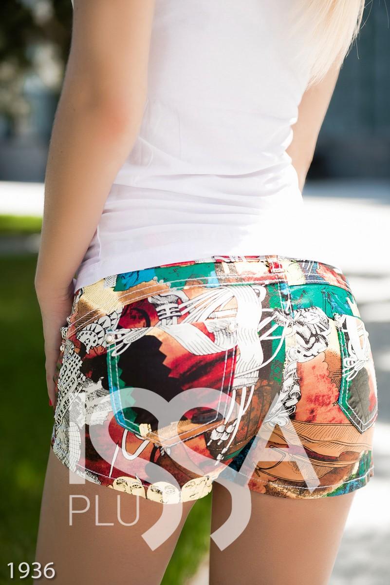 Full-print шорты из эко-кожи на тканевой основе с ярким контрастным рисунком