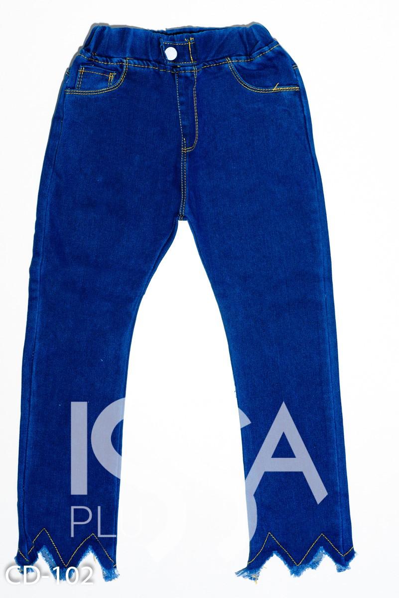 Синие однотонные джинсы на резинке с бахромой и фактурным срезом