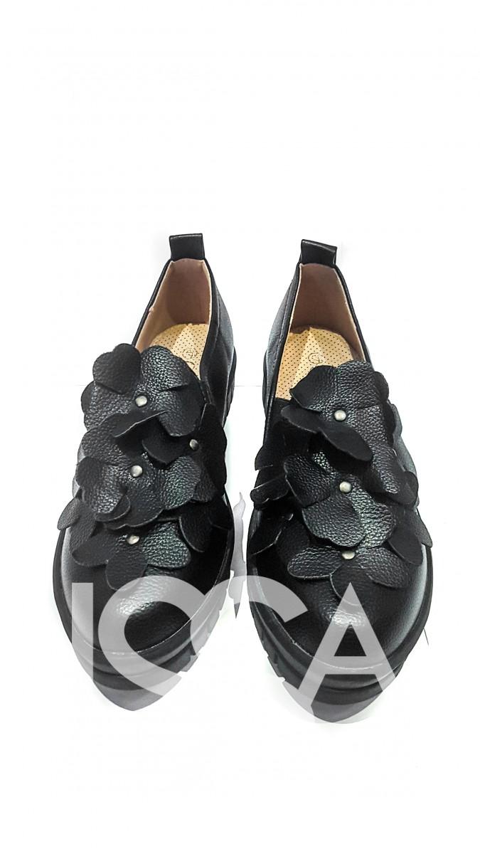 Женские туфли на толстой подошве с аппликацией кожаными цветами